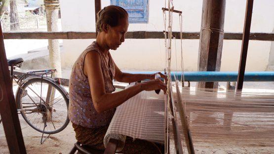 Him Vorn weaving checkered cotton fabric