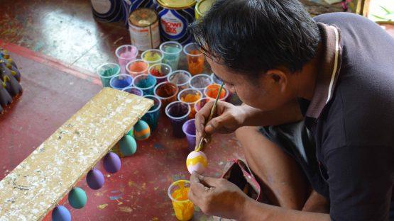 Uteng handpainting wooden easter eggs