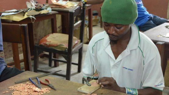 Pedro making an order of bangles