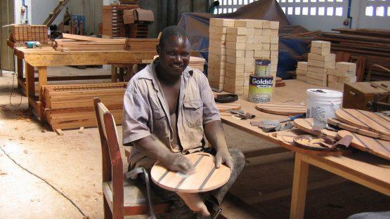 Yasent Nambunju sanding wooden products