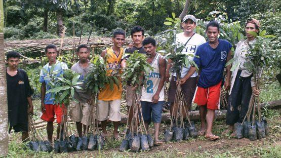 Farmers with new mango tree saplings