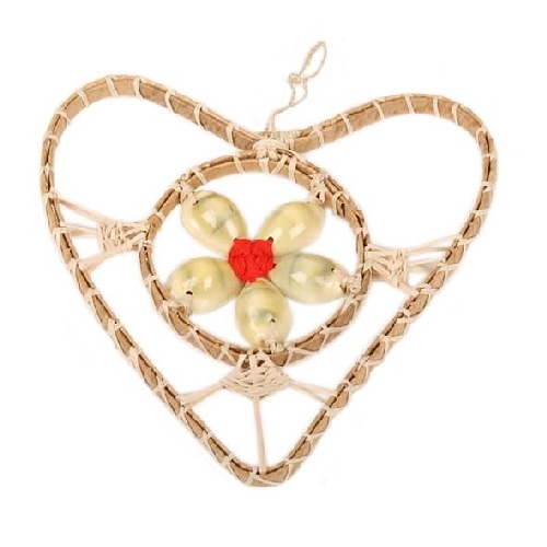 Hanging heart decoration with 5 shells | TradeAid
