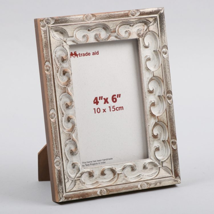 White painted mango wood photo frame | TradeAid