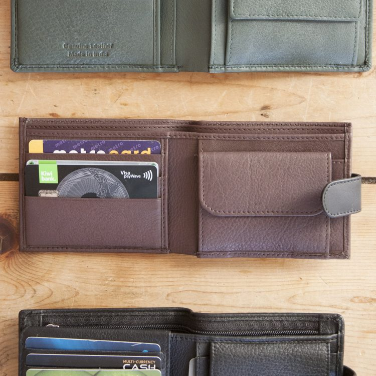 Brown leather wallet with dome | Gallery 1 | TradeAid