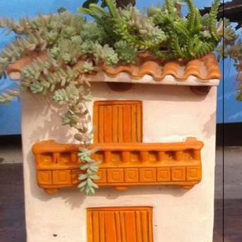 Andino village house ceramic planter | Gallery 1 | TradeAid