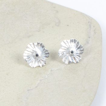 Flower stud earrings | TradeAid