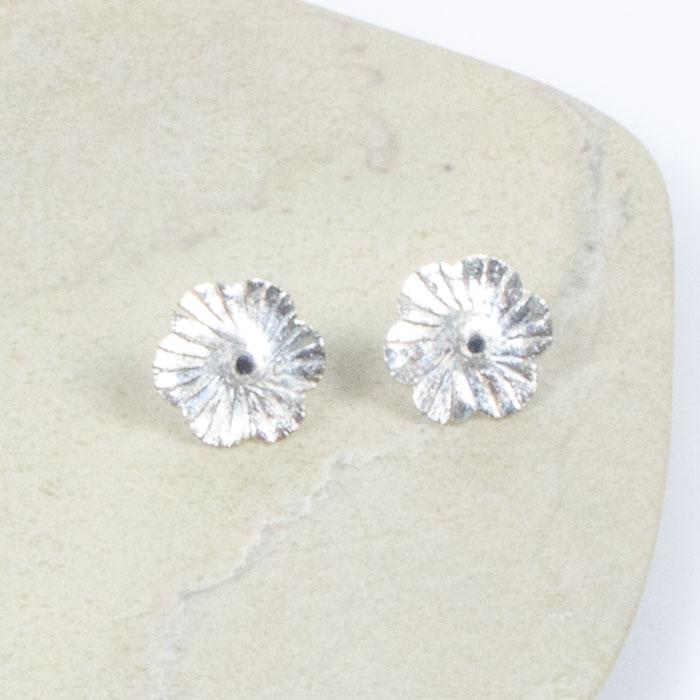 Flower stud earrings | TradeAid