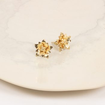 Gold colour floral stud | Gallery 1 | TradeAid