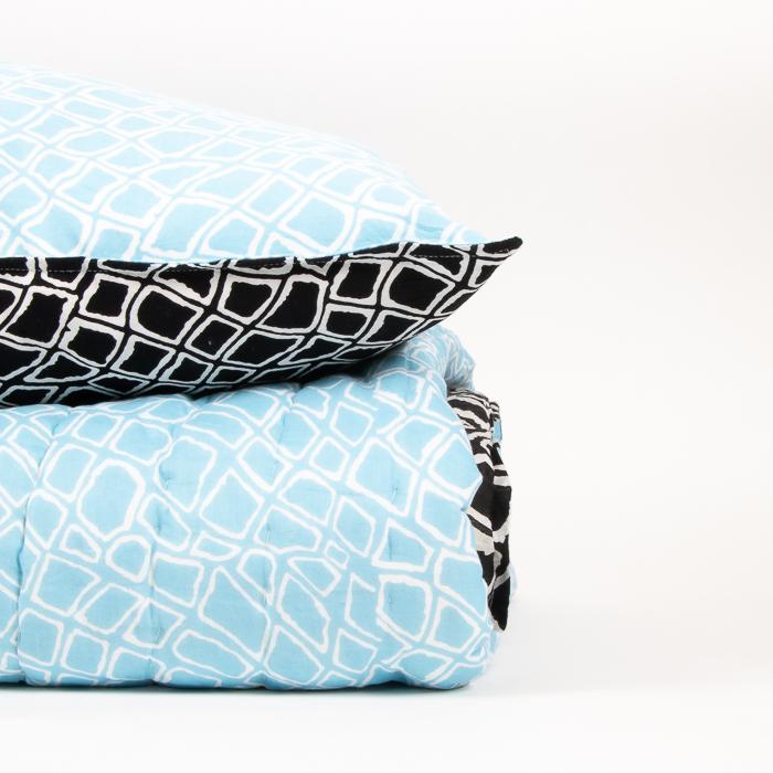 Reversible pillowcase with diamond print | Gallery 1 | TradeAid