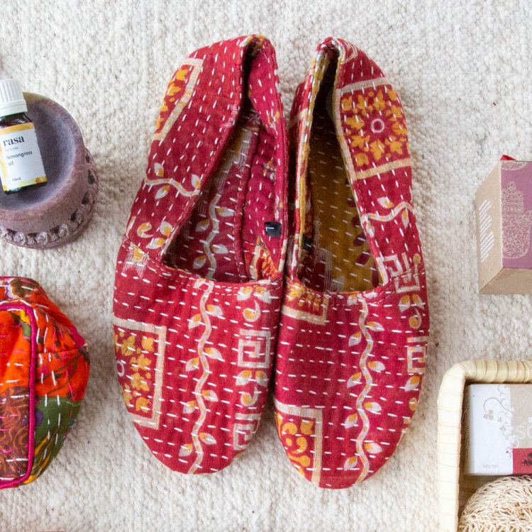 Recycled sari slippers (s) | Gallery 1 | TradeAid