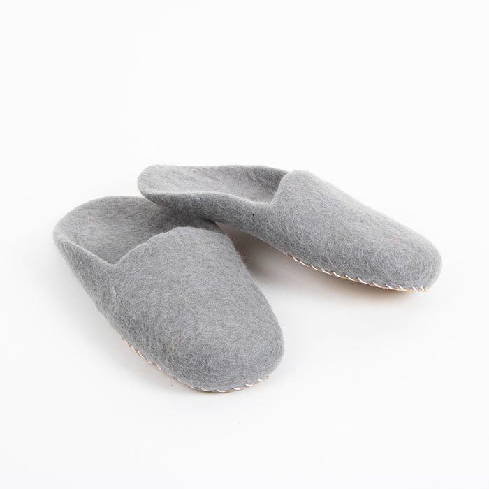 Grey felt slippers (l) | TradeAid