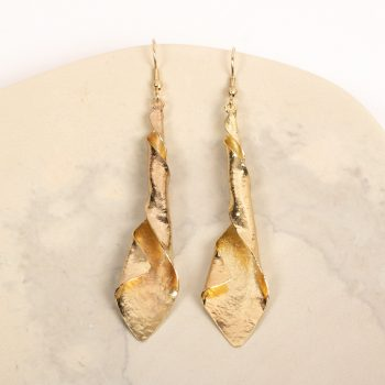 Twisted metal earring | TradeAid