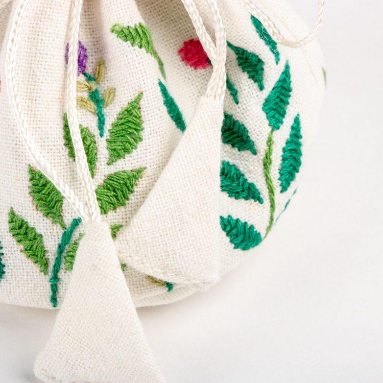 Garden jewellery pouch | Gallery 1 | TradeAid