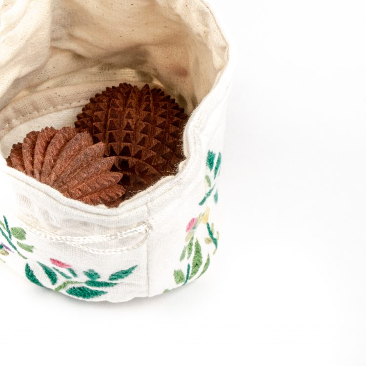 Garden jewellery pouch | Gallery 2 | TradeAid