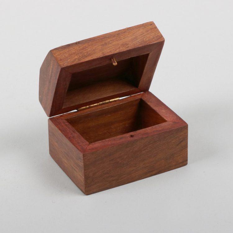 Small sheesham wood box with elephant inlay | Gallery 1 | TradeAid