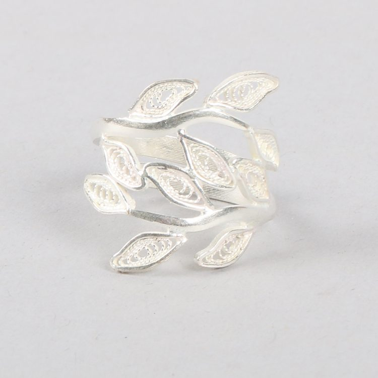 Silver plated leaf ring | TradeAid
