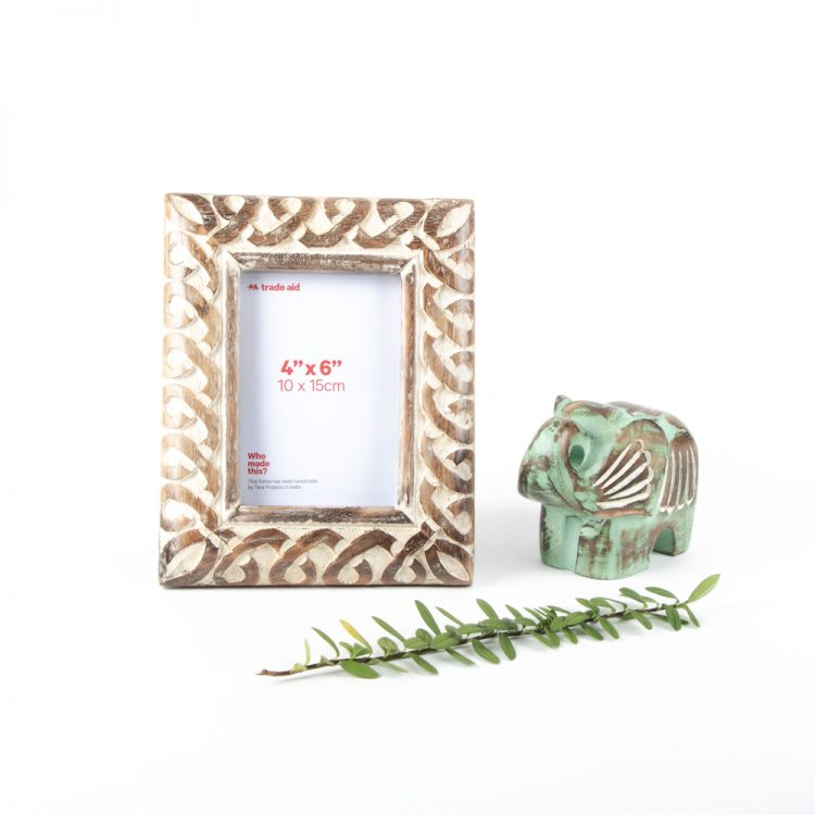 Mangowood floral frame | Gallery 2 | TradeAid