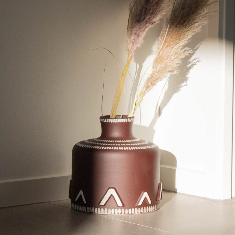 Brown lacquer vase | TradeAid