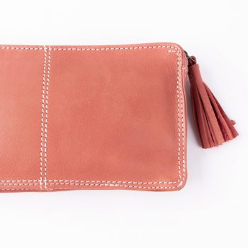 Rose coral purse with tassel | Gallery 2 | TradeAid