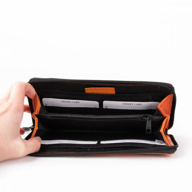 Zoo shanti leather wallet | Gallery 2 | TradeAid