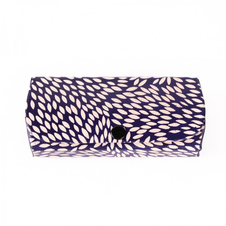 Blue leaf spectacle case | TradeAid