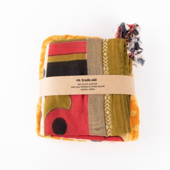 Sari oven mitt and tea towel set | TradeAid