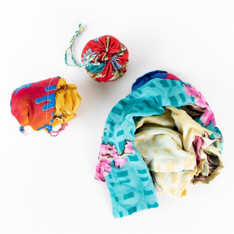 Sari fold up shopper | Gallery 1 | TradeAid