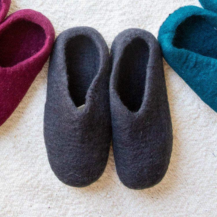 Charcoal felt slipper | TradeAid