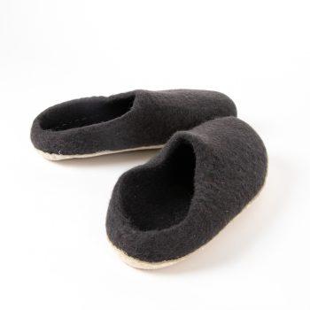 Charcoal felt slipper | Gallery 1 | TradeAid